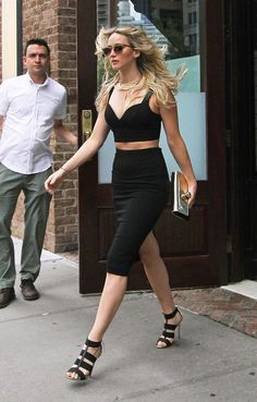 Jennifer Lawrence Hangs Out with Josh Hutcherson in Big Apple!: Photo Jennifer Lawrence meets up with her The Hunger Games co-star Josh Hutcherson while attending a private event in New York City on Sunday (June The two superstars… Street Style Outfits, Street Style Looks, Mode Outfits, Looks Style, Sexy Outfits, Casual Outfits, My Style, Style Bold, Black Outfits