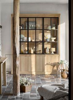 Mooie woonkamer in landelijke stijl met als vloertegels oude gesmoorde estrikken | Kersbergen.nl