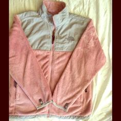 ❄️❄️Pink & Gray Fleece Fuzzy Jacket❄️❄️ Like new, no stains, worn probably three times. In great condition. North Face Jackets & Coats