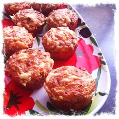 "Healthy and delicious cupcakes. A Amber Albarda recipe, ""Eet jezelf mooi slank en gelukkig kookboek""."