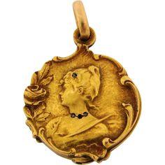 Antique Art Nouveau Woman 18k Yellow Gold Diamonds Locket