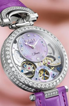Amadeo Fleurier Lady BOVET for ONLY WATCH 2015 - the Maison has decided to offer a unique Lady Bovet, a timepiece which represents a concentration of expertise that we have sought to perpetuate since 1822. This unique timepiece is based on a previously unreleased model that will appear for the first time in Bovet's collections in 2016. This unique piece is animated by the Virtuoso II watchmaking specialty caliber developed by the Manufacturer Dimier 1738 to offer the noblest expression of…