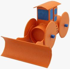 Isaac: Brinquedo reciclado - Escavadeira feita com Rolo de Papel Higiênico