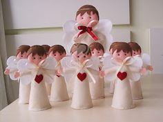 Olá!     Anjos para enfeitar mesas de festas de batizado. Os menores (15 cm) são enfeites de mesas dos convidados e o maior (30 cm) é para ...