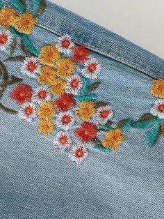 Embroidered Flower Raw Cuff Jeans -SheIn(Sheinside)