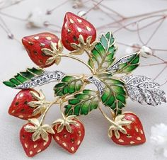 Beautiful-brooch-Strawberry-from-the-collection-In-the-Garden-by-Japanese-master-Kunio-Nakajima.jpg 500×479 pixels