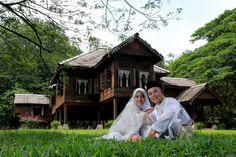 Malay Wedding 1 by Premtawi Thinkfoto Traditional Wedding, Traditional House, Muslim Wedding Photos, Malaysia Truly Asia, Wedding Ceremony, Reception, Malay Wedding, Wedding Planning, Wedding Inspiration