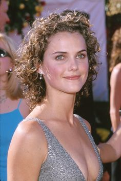 From her bouncy blonde curls from the Felicity days to her soft brunette wave in The Americans, Keri Russell has proven that she is the ultimate hair chameleon. Fine Curly Hair, Wavy Hair, Her Hair, Curly Pixie, Thick Hair, Short Shag Haircuts, Cool Haircuts, Easy Bun Hairstyles, Straight Hairstyles