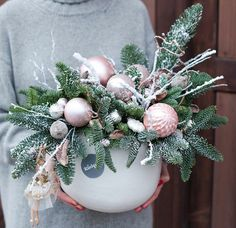 Our gentle winter fairy tale continues .- Наша нежная зимняя сказка продолжается💓 Н… Our gentle winter fairy tale … - pinkchristmasdecorations Rose Gold Christmas Decorations, Christmas Flower Arrangements, Christmas Swags, Christmas Flowers, Christmas Centerpieces, Rustic Christmas, Xmas Decorations, Christmas Crafts, Primitive Christmas