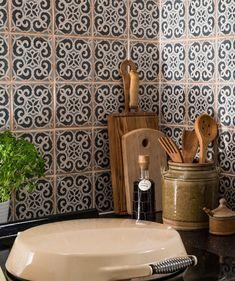 Archivo™ Bakula Patterned Tile | Topps Tiles