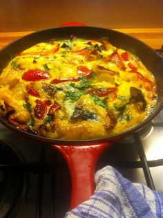 Spanish potato omelette Spanish Potatoes, Omelette Recipe, Easy Like Sunday Morning, Breakfast Meals, Omelettes, Frittata, Food For Thought, Curry, Spain