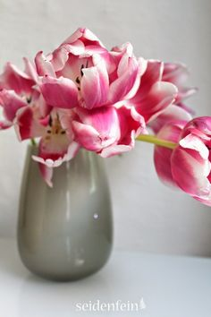 seidenfeins Dekoblog: Jadeit * zauberhafte Pastelltöne * pretty Pastell Dekoblog, Vase, Home Decor, Milk Glass, Tulips, Interior Design, Vases, Home Interior Design, Home Decoration