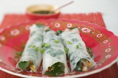 These easy vegetarian spring rolls are filled with noodles in a gingery soy sauce, fresh herbs, carrots, cabbage and bean sprouts. Vegan with gluten-free option. Vegetarian Spring Rolls, Vegan Spring Rolls, Vegan Vegetarian, Vegetarian Recipes, Healthy Recipes, Thai Recipes, Healthy Lunches, Vegan Food, Free Recipes