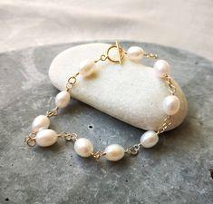 Pearl Bracelet, Pearl Earrings, Handmade Jewelry, Handmade Items, Shopping Mall, Pearl White, Swarovski Crystals, Vintage Items, My Etsy Shop