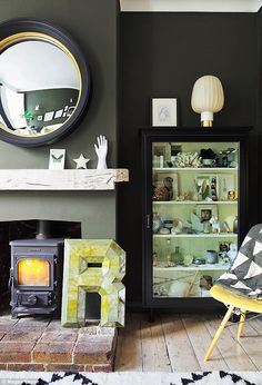 Today we look around the beautiful Sussex home of Rockett St George co founder, Jane Rockett. It is a perfect mix of old and new, light and dark and a place where designer pieces sit at ease next to family memorabilia and flea market finds. Living Room Inspiration, Interior Inspiration, Home Living Room, Living Spaces, Inchyra Blue, Interior Styling, Interior Design, Rockett St George, Front Rooms