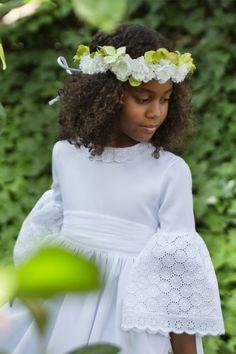 Vestido de Primera Comunión Frida Girls Dresses, Flower Girl Dresses, Cute Kids, Lace Skirt, Wedding Dresses, Skirts, Flowers, Bbc, Fashion