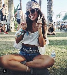 Cute music festival outfits that you need to copy for your next festival! Festival fashion and clothing ideas for Coachella, Bonnaroo, Governors ball, etc! These festival outfit ideas are are affordable and super trendy. Coachella 2016, Festival Coachella, Festival Hippie, Music Festival Outfits, Music Festival Fashion, Festival Wear, Fashion Music, Coachella Style, Music Festival Style