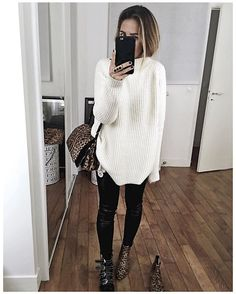 Happy Thanksgiving or Ideas What to Wear On This Day cozy baggy sweater with black skinnies winter outfit - My Accessories World Winter Outfits Women, Winter Fashion Outfits, Look Fashion, Fall Outfits, Autumn Fashion, Casual Outfits, Womens Fashion, Fashion Trends, Party Outfits