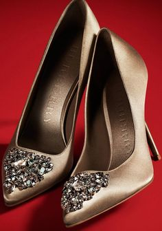 En azul para el dia de mi boda!!... Burberry embellished satin court shoes