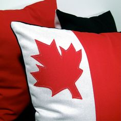 Red and White Pillow Cushion Cover - Maple Leaf - Decorative Canada Flag - 16 inch Outdoor Pillow Covers, Outdoor Throw Pillows, White Cushion Covers, Personalized Pillows, Outdoor Flags, Canada Day, White Pillows, Designer Pillow, Sewing Projects