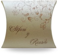 Obsequia un dulce con tu invitación de boda! Pillow Box, Favor Boxes, Wedding Favors, Wedding Ideas, Wedding Accessories, Throw Pillows, Google, Weddings, Halloween
