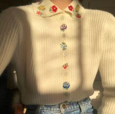 Vintage sweater with embroidered flowers. Has a very vibe. Aesthetic Fashion, Aesthetic Clothes, Looks Dark, Mode Kpop, Look Cool, Fashion Outfits, Womens Fashion, I Dress, Pretty Outfits