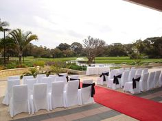With landscaped gardens as your backdrop, this paved ceremony area boasts unrestricted views over the golf course & lake. Umbrellas will shade your guests as you enjoy the pristine surroundings on your day.