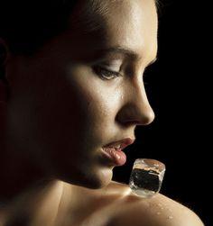 Alerta de beleza: cinco dicas para usar cubos de gelo na rotina de beleza #beleza #gelo #truquesdebeleza #beauty