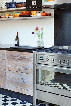 RestyleXL keukens op maat en geheel naar uw wens. #restylexl #keukensopmaat #maatwerk #keukens #keuken #oudhout #hout #houten