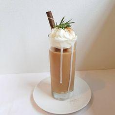 "357 Likes, 19 Comments - @y.na__ on Instagram: "" 오늘은 작은동산 _ 이서방이 두장씩 올리지 말랬는데.. 내맴이요. #밀크티#홍차#milktea#blacktea #紅茶#ミルクティー #tableyn"""
