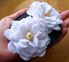 http://www.artfire.com/uploads/product/5/125/10125/3010125/3010125/large/bridal_fascinator_white_camillia_flower_eco_felt_395c68d3.jpg