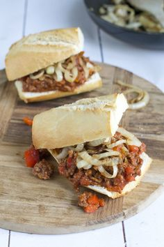 Een ideaal weekendreceptje, dat is de sloppy joe. Sloppy joe is een wit… Sloppy Joe, I Love Food, Good Food, Yummy Food, Meat Recipes, Snack Recipes, Cooking Recipes, Easy Snacks, Easy Meals