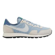 Strut with loads of cool retro style while getting plenty of current day comfort in the Womens Nike Air Pegasus 83 running shoe