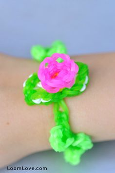 How to Make a 3D Flower Bracelet on your Rainbow Loom