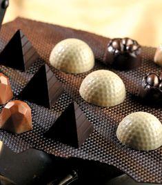 Crema Fresca, Chocolate Bomb, Buffet, Sweets, Ideas, Caramel Ganache, White Chocolate Frosting, Artisan Chocolate, Deserts