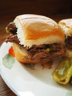 slow cooker beef peppercini sliders: I put this on before I went to bed and my house smelled wonderful when I woke up! I shredded the meat to put them on sliders. This was a childhood favorite and a big hit with my family! Crock Pot Slow Cooker, Crock Pot Cooking, Slow Cooker Recipes, Crockpot Recipes, Soup Recipes, Vegetarian Recipes, Cooking Recipes, Burger Recipes, Good Food