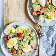 Salade d'œufs, de pois mange-tout et de pommes de terre
