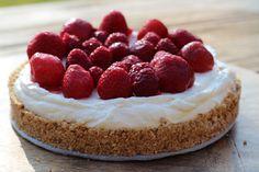 Voor deze heerlijke zomerse cheesecake heb je maar een paar ingrediënten nodig en het kost weinig tijd en moeite om hem te maken.