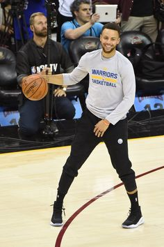 Stephen Curry of the Golden State Warriors dribbles during practice and media availability as part of the 2017 NBA Finals on June 06 2017 at Quicken. Stephen Curry Basketball, Love And Basketball, Nova Basketball, Basketball Finals, Basketball Birthday, Basketball Quotes, Nba Players, Basketball Players, Steph Curry 3