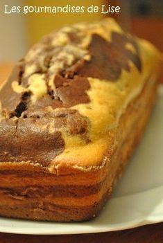 Ingrédients : - 250g de farine - 150g de sucre en poudre - 3 oeufs - 100g de beurre demi-sel mou - 8 cl de crème liquid e - 1 sachet de levure chimique - 100g de chocolat - 2 cuillères à soupe d'eau - 1 cuillère à café d'extrait de vanille Préparation... Banana Bread, Biscuits, Desserts, Food, Table, Recipes, Japanese Cheesecake Recipes, Crack Crackers, Tailgate Desserts
