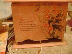 caja    de  te   con  toque    de  pintura    y   decoracion