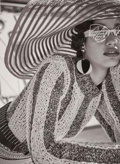 Lady Sunshine in Vogue Germany with Damaris Goddrie - - Fashion Editorial Nicolas Ghesquière, Damaris Goddrie, Mode Editorials, Retro Summer, Louis Vuitton, Inspiration Mode, Vogue Paris, Sandro, Vanity Fair
