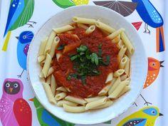 Pasta und basta! Leckere Nudeln mit einer Soße aus gerösteten Tomaten bei Gourmandises Vegetariennes.