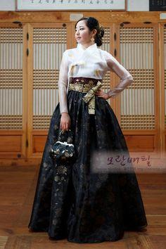 Korean Hanbok, Korean Dress, Korean Outfits, Korean Traditional Dress, Traditional Fashion, Traditional Dresses, Korea Fashion, Asian Fashion, Wedding Kimono