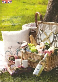 New basket picnic life Ideas Beach Picnic, Summer Picnic, Picnic Decorations, Picnic Time, Picnic Parties, Dinner Parties, Picnic Foods, Picnic Recipes, Romantic Picnics