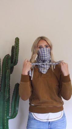 Diy Face Mask Discover How to make a Face Mask Ways To Wear A Scarf, How To Make Scarf, How To Wear Scarves, Easy Face Masks, Diy Face Mask, Homemade Face Masks, Sewing Patterns Free, Free Pattern, Free Sewing