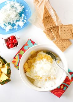 School may be back in session, but you can still have the taste of summer with this Pina Colada Dip. Serve it with HONEY MAID Grahams and sliced fruit for dipping. Yummy Eats, Yummy Food, Delicious Dishes, Great Desserts, Dessert Recipes, Luau Food, Recipe From Scratch, Fudge Recipes, Pina Colada