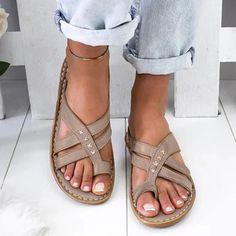Dámské sandály Jasminy - khaki - Pošta Zdarma Low Heel Shoes, Low Heels, Womens Shoes Wedges, Womens Flats, Flip Flops Damen, Gladiator Flats, Wedge Flip Flops, Comfortable Flats, Womens Flip Flops