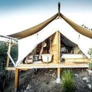 29 Glamping Spots & Cozy Cabins Perfect for Winter Adventures Camping Info, Camping Hacks, Camping List, Camping Cooking, Camping Glamping, Luxury Camping, Camping Gear, Camping Cabins, Beach Camping
