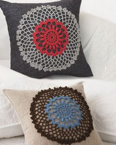 Doily Pillow {Bernat Yarn} -- add vintage charm to any room with these lovely doily pillows! I can just see one done in a sunny yellow and white... *sigh* <3